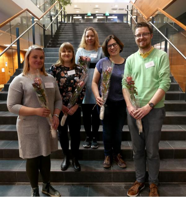 Kieliasaintuntijat ry:n hallituksten valittiin Marjo-Leea Alapuranen (vas.), Anni Korpiluoma, Suvi Seikkula, Anitta Malmberg ja Ian Mac Eochagáin.