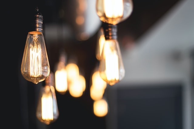 light bulbs-kari-shea-unsplash